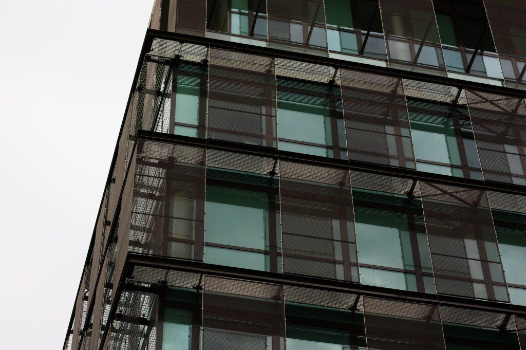 L'entretien des fenêtres en aluminium - CC by Pierre Guinoiseau