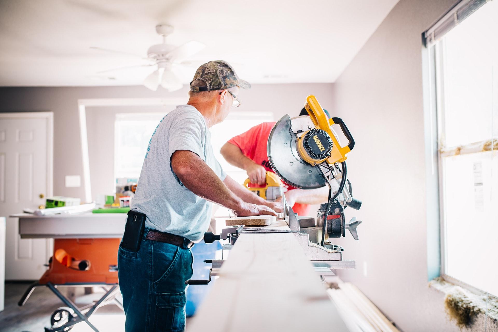 Installer en 5 étapes une fenêtre en PVC dans un logement